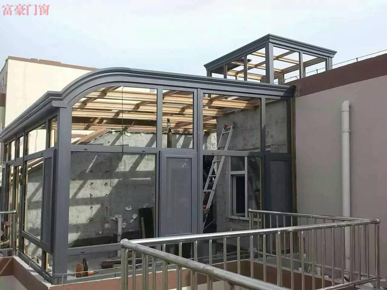 露台封闭前弧顶专业铝型材内木纹阳光房