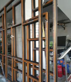 断桥铝内木纹成窗